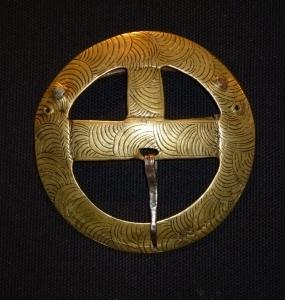 Fibbia in bronzo e ferro, Asia centrale, D cm. 10